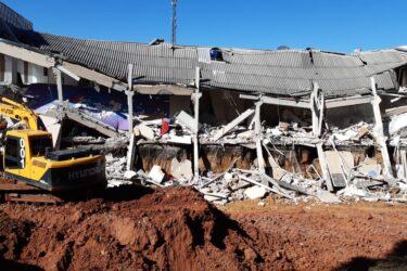 Prédio desaba em Colombo e deixa 5 pessoas da mesma família feridas