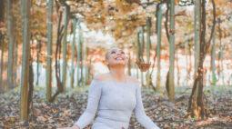 Fotógrafa cria projeto para valorizar autoestima das mulheres com câncer