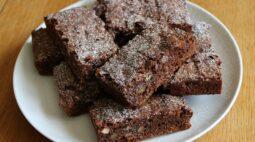 Receita de brownie tradicional de chocolate simples e fácil
