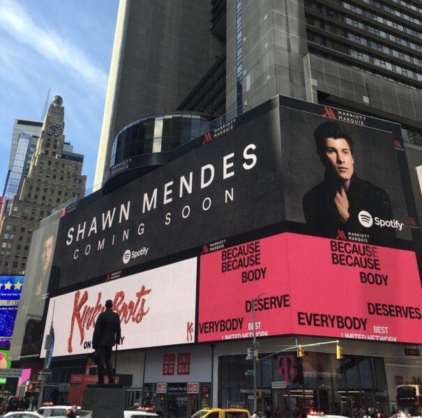 Shawn Mendes ganha outdoor do Spotify em Nova York e anuncia novo single