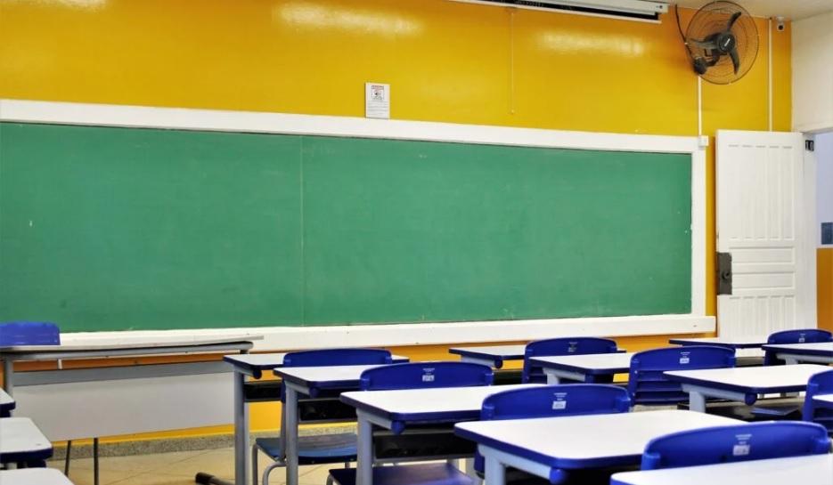 """Secretaria da Educação prepara orientações para retorno das aulas presenciais: """"Voltarão primeiro os estudantes do Fundamental"""""""
