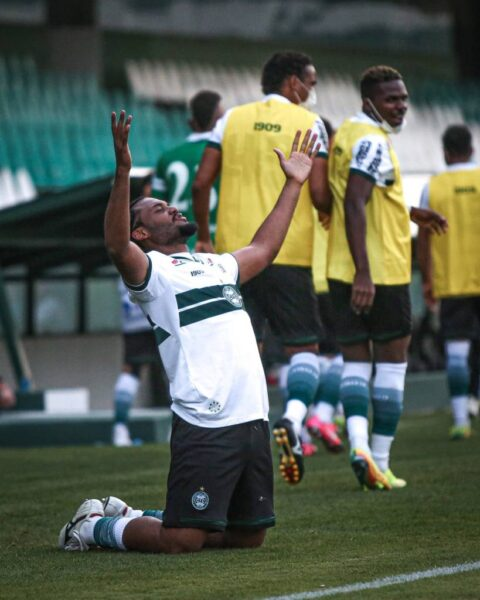Técnico do Coritiba prevê Seleção para zagueiro emprestado pelo Santos