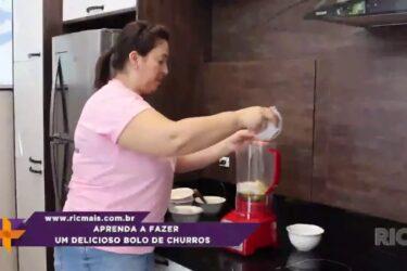 Aprenda a fazer um delicioso bolo de churros