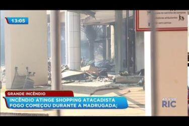 Incêndio atinge shopping atacadista em Maringá; fogo começou durante a madrugada