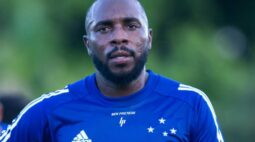 Manoel volta a treinar com elenco do Cruzeiro e fica à disposição para a Série B
