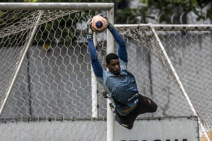 Santos se mantém ativo no mercado mesmo com bloqueio na Fifa