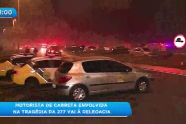 Motoristas de carreta envolvida na tragédia da 277 vai à delegacia