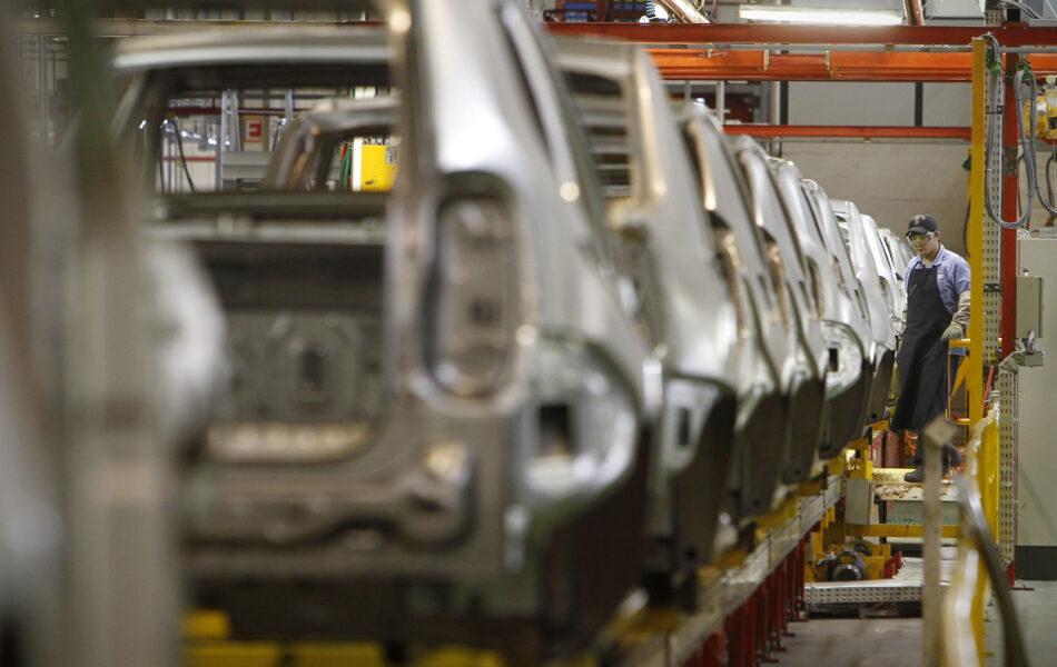 Justiça anula demissão de 747 funcionários da fábrica da Renault, na Grande Curitiba