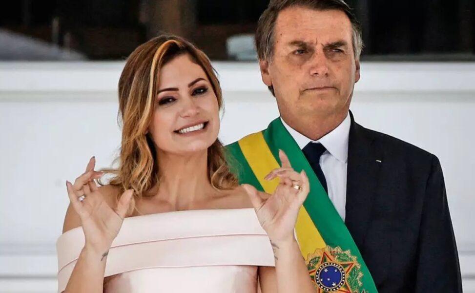 Bolsonaro recebeu mais de um milhão de perguntas sobre cheques de Michelle