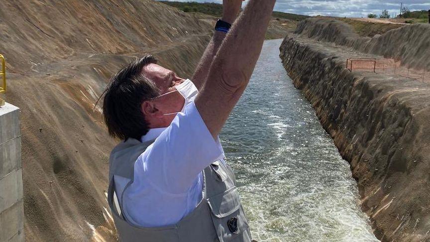 Bolsonaro diz que vai concluir obras inacabadas antes de fazer novas