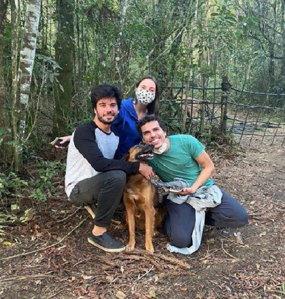 """Jovem conta detalhes do resgate do cachorro Cajú: """"momento muito emocionante"""""""