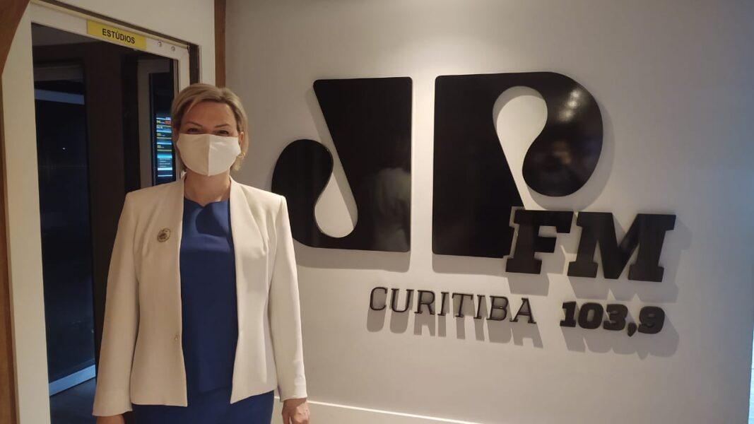 """Pré-candidata Caroline Arns propõem transporte com tarifa zero e se diz """"preparada para assumir a Prefeitura de Curitiba"""""""