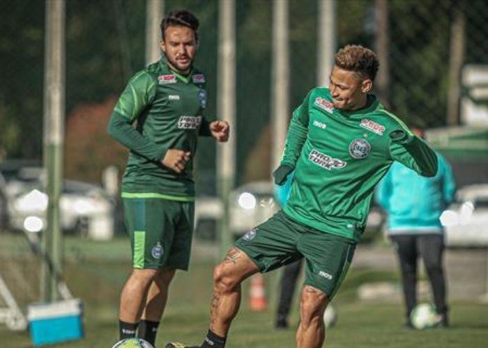 Em fase de recuperação, Giovanni treina com o grupo