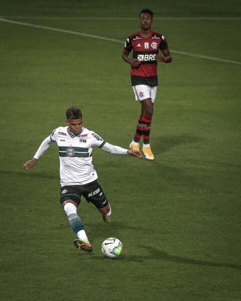 Flamengo e Coritiba: saiba onde assistir, escalações e arbitragem