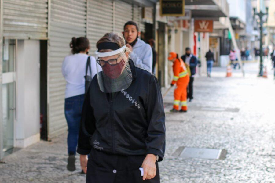 Paraná chega a 77.098 casos confirmados e 1.953 mortes por coronavírus
