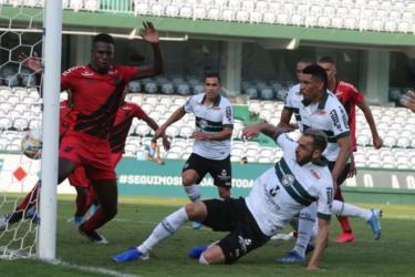 Athletico-PR e Coritiba iniciam decisão do título paranaense
