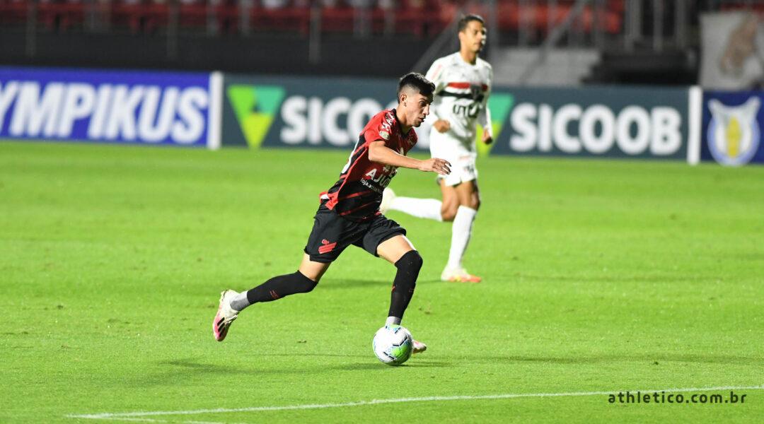 Athletico perde para o São Paulo e acumula quatro derrotas seguidas