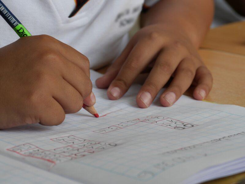 Governo do Paraná adia prova para contratação de professores no Paraná