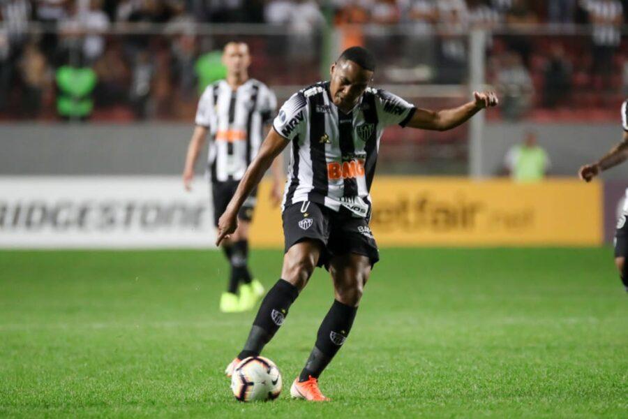 """Elias negocia """"contrato simples"""" com o Santos após dizer não ao Goiás"""