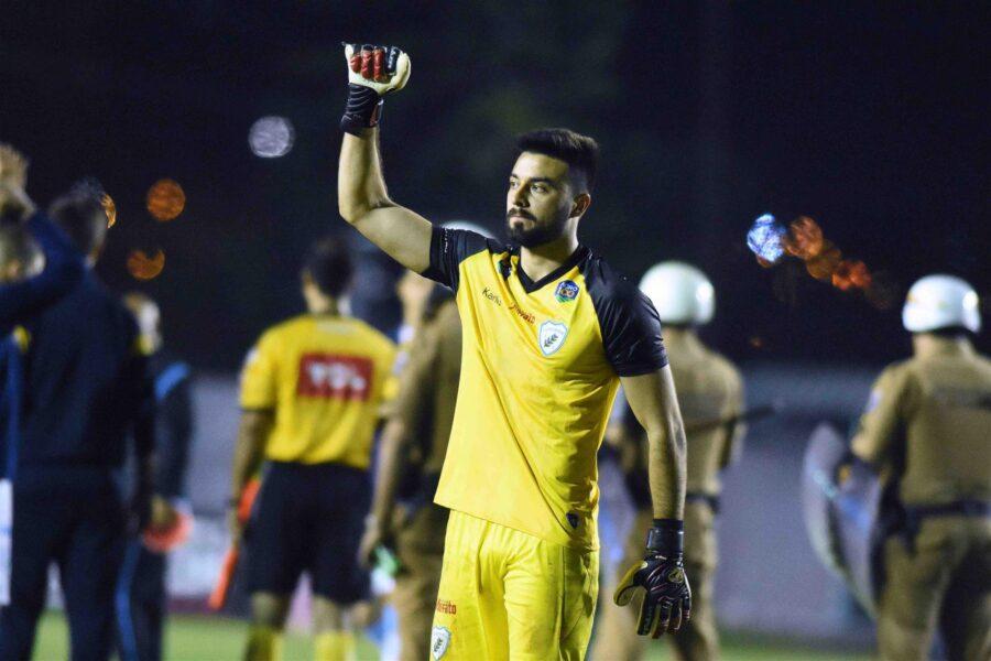 Goleiro deixa Londrina Esporte Clube para jogar em time do Azerbaijão