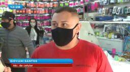 Celular explode dentro de loja durante manutenção