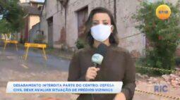 Barracão abandonado desaba no centro da cidade e defesa civil deve avaliar o risco em outros imóveis