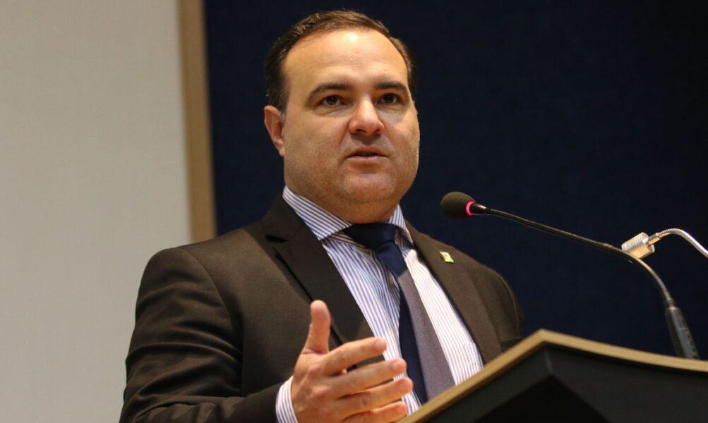 Ministro Jorge Oliveira é diagnosticado com covid-19
