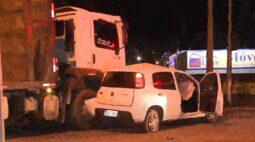 Motorista causa acidente na Estrada da Ribeira e foge mesmo com amiga inconsciente no local