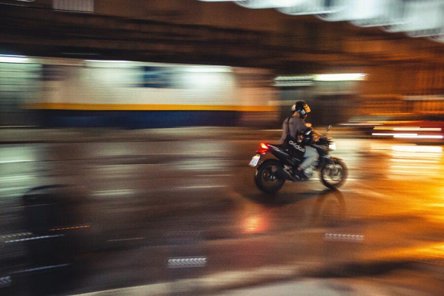 Mototaxistas são suspeitos de fazer 'delivery' de drogas em Andirá