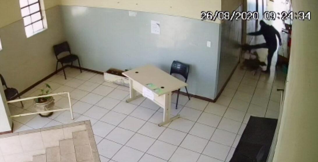 Mulher é agredida em posto de saúde, em Jacarezinho; veja o vídeo