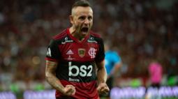 Rafinha pede salário alto e negociação com o Flamengo esfria