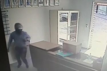 Roubo na Paróquia Santa Quitéria é flagrado por câmera de segurança