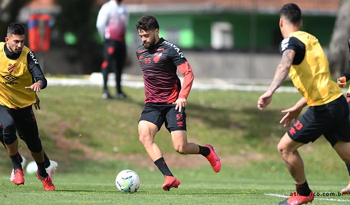 Em busca de recuperação, Athletico enfrenta hoje o São Paulo