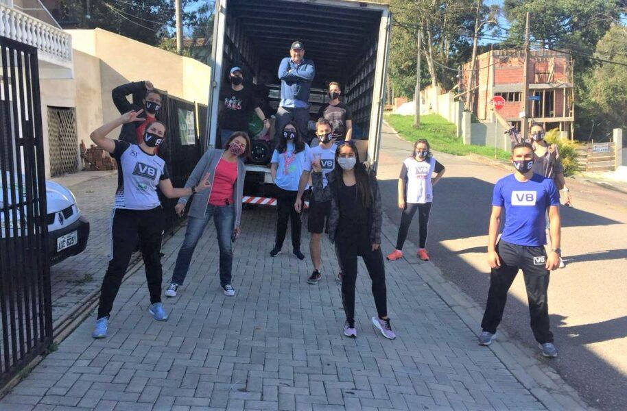 """Assessoria esportiva promove projeto de """"vida saudável"""" e reverte arrecadações em doações para famílias carentes"""