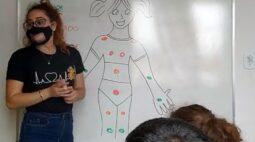 Professora viraliza nas redes sociais com maneira de ensinar educação sexual para crianças; assista