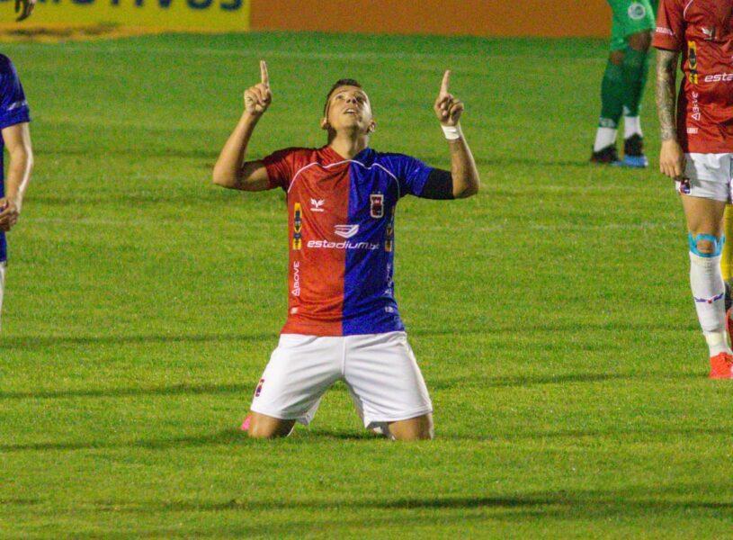 Paraná vence a segunda seguida e assume a liderança da Série B