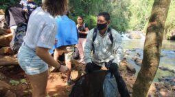 Iguassu Secret Falls recolhe lixo na trilha do Carimã em alusão ao Dia da Árvore e O Dia Mundial  de Limpeza de Rios