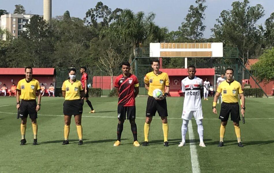 Em jogo equilibrado, Athletico perde para o São Paulo na estreia do Brasileiro Sub-20