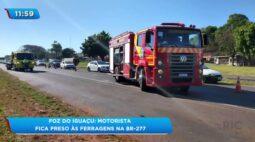 Foz do Iguaçu: motorista fica preso às ferragens na BR-277