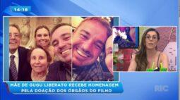 Mãe de Gugu Liberato recebe homenagem pela doação dos órgãos do filho