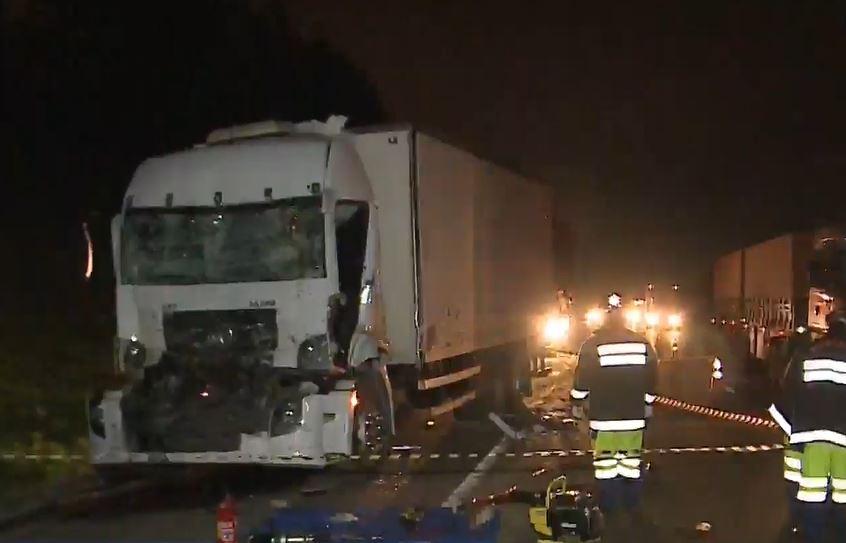 Caminhoneiro morre após colidir na traseira de outro caminhão na BR-116, em São José dos Pinhais