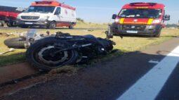 Acidente entre carro e moto deixa casal ferido na BR-376, em Paranavaí