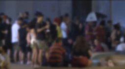 Fiscalização dispersa ao menos 1.200 pessoas aglomeradas na noite de sábado (13), em Curitiba