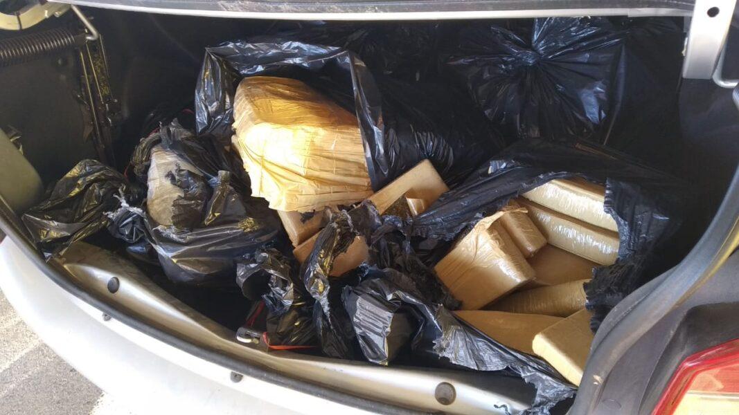 PRF apreende maconha e prende dois traficantes em Mandaguari