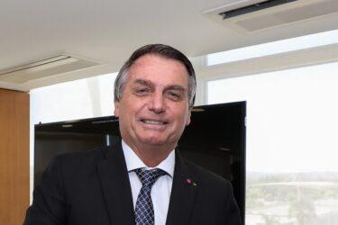Avião de Bolsonaro tem problemas ao pousar no MT por causa da fumaça de queimadas