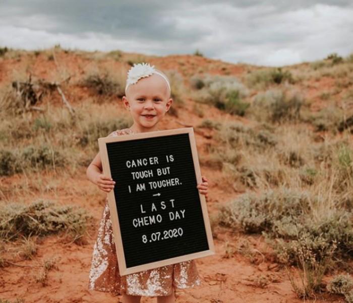 Menina de 4 anos comemora após vencer batalha contra o câncer