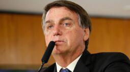 Após 1h30 de cirurgia, Bolsonaro está sem dor e febre