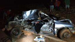 Colisão entre carro e caminhão deixa um homem morto, na PR-090 em Ibiporã
