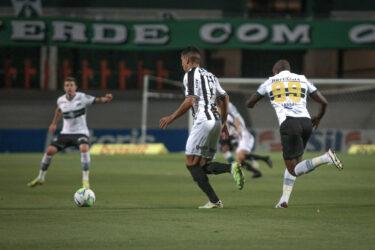 Dentro de casa, Coritiba perde para o Atlético-MG e volta para a zona de rebaixamento
