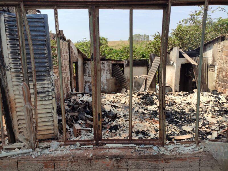 Criança morre carbonizada em incêndio na área rural de Jataizinho